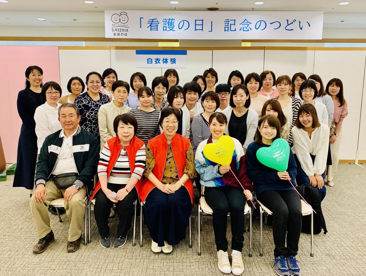 「看護の日のつどい」の運営をする、愛媛県看護協会看護師・看護学生ら