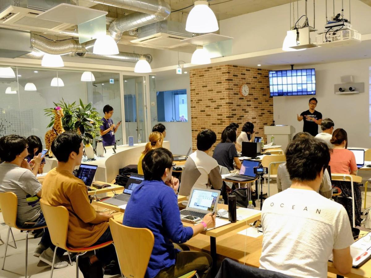 「Adobe XD ユーザーフェス 2019 松山」アドビのマーケティングマネジャー轟啓介さんの講演の様子