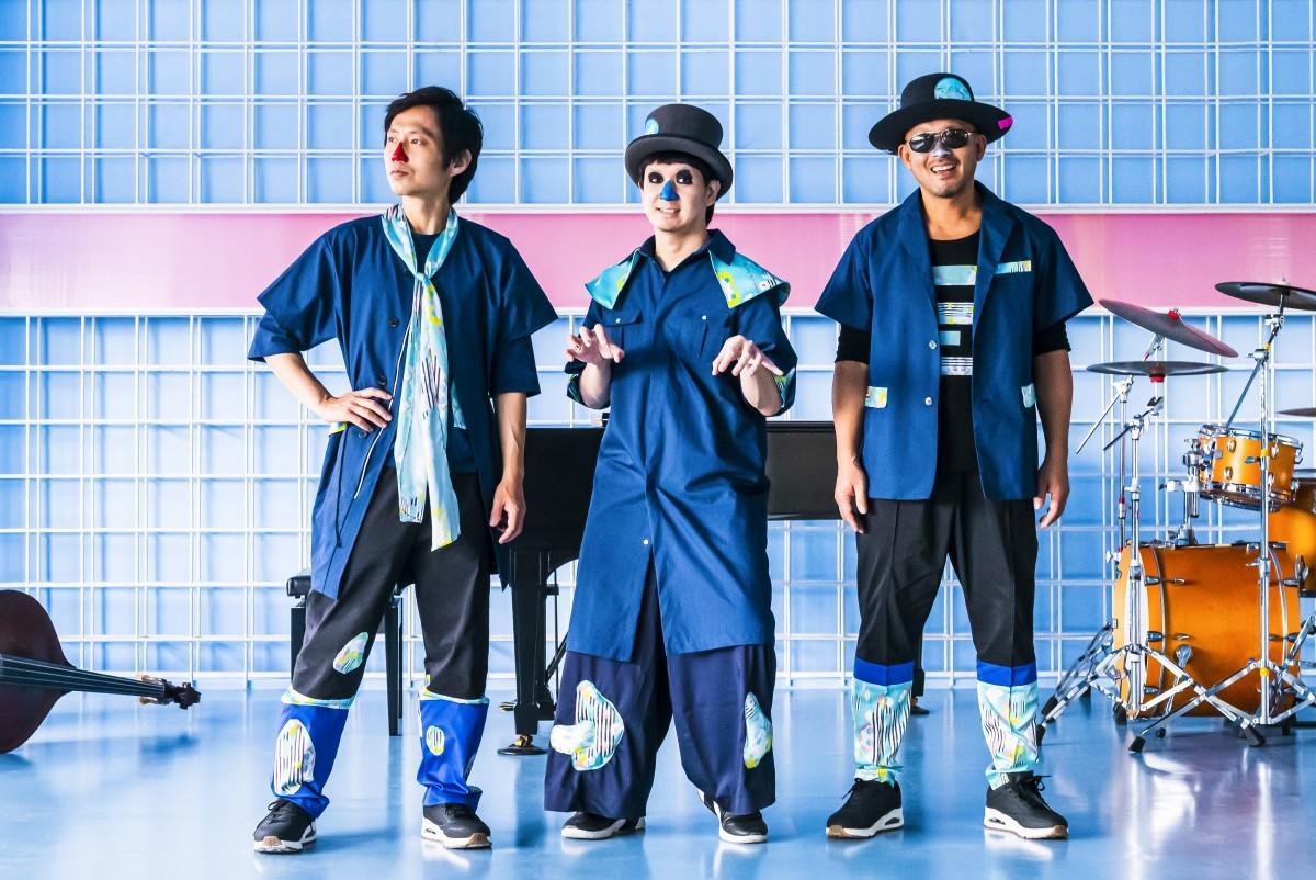 「H ZETTRIO」メンバー。(左から)赤鼻のベース・NIRE(ニレ)、青鼻のピアノ・M(エム)、銀鼻のドラムス・KOU(コウ)
