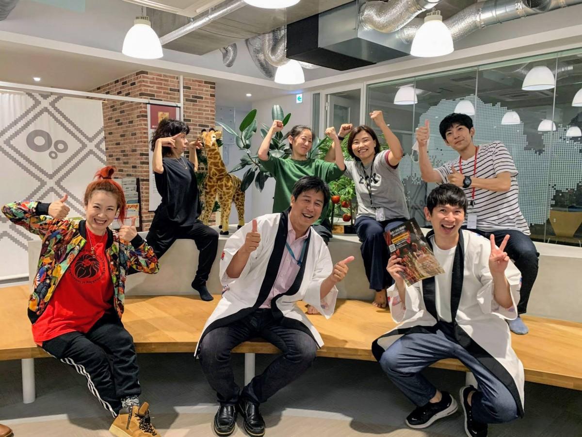 松山・野球拳オンラインまつりプロジェクトメンバーら。(写真撮影のため、一時的にマスクを外して集合)