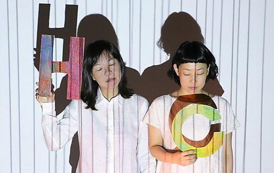 ワークショップで「アニメと身体の先生」を担当する、パフォーマンスユニット「Hanbun.co(ハンブンコ)」