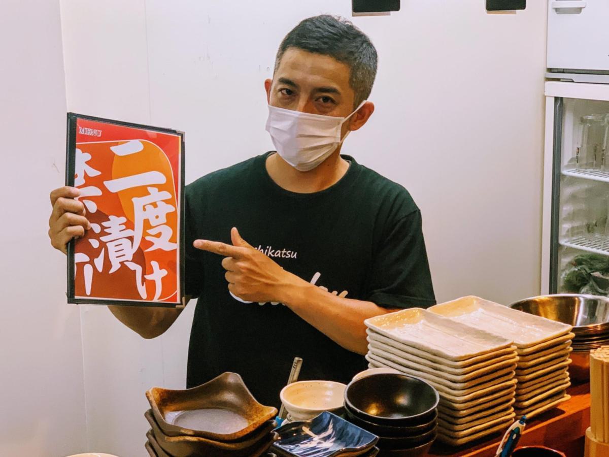 「二度漬け禁止!」の串カツカルチャーを松山に広めた「串カツしでん二番町店」店長の川崎辰郎さん