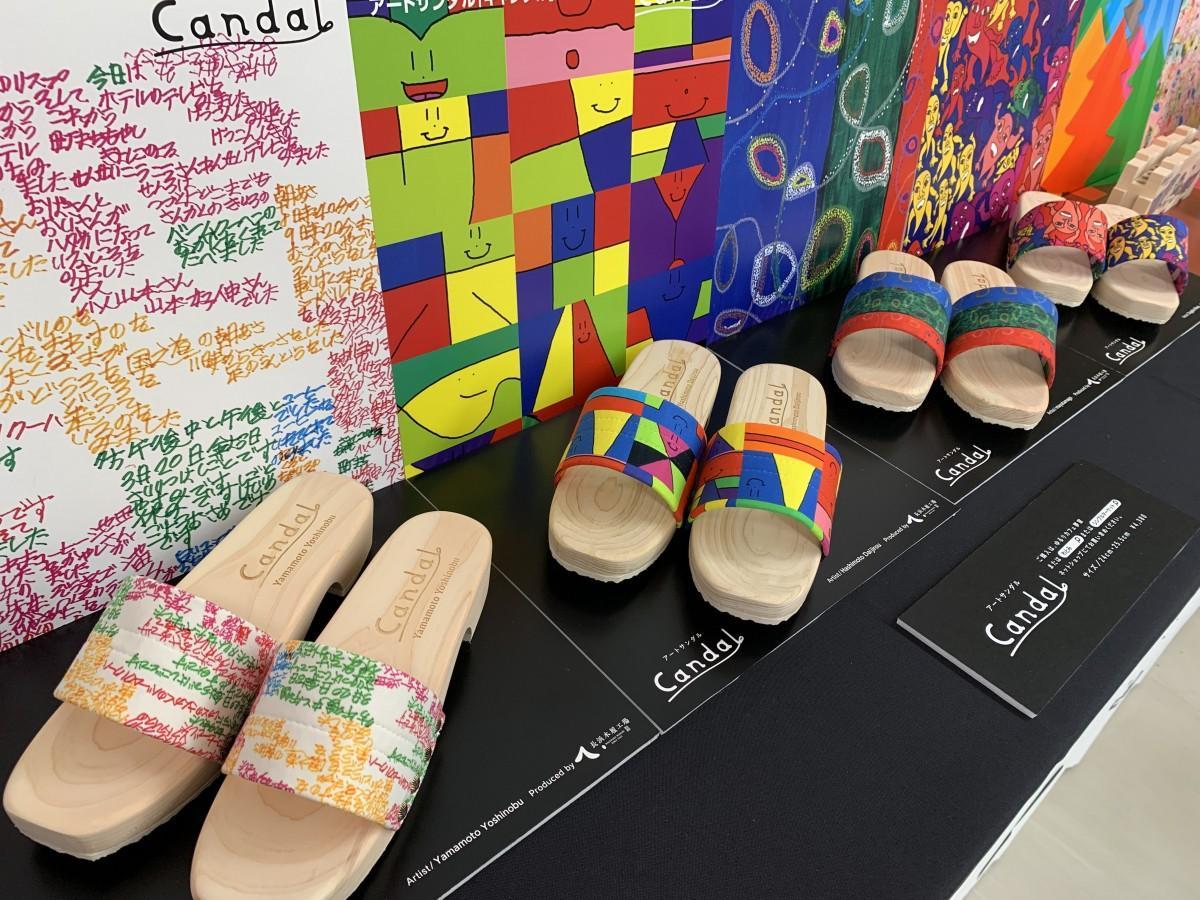「ゆるりカフェ夢屋」で行われている展示販売の様子。手前から山本さん、橋本さん、mayutamago、曽我部さんの作品をデザインに取り入れたもの。