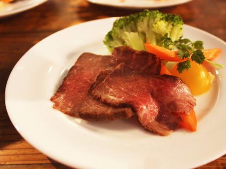 佐賀県の特産品「佐賀牛」を調理したローストビーフ
