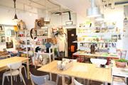 中目黒にブックカフェ「アンダーザマット」 海外の絵本など300冊