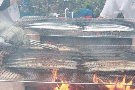 昨年の「目黒のさんま祭り」でサンマが焼かれる様子