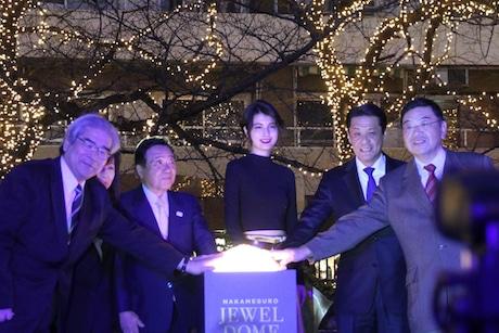 目黒川でイルミネーション「ジュエルドーム」 点灯式にモデル・マギーさん