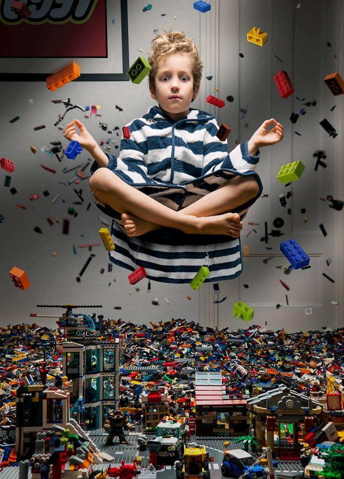 1981年生まれの写真家アル・ラプコフスキーの作品「もっとレゴがほしい」