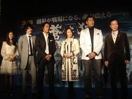 映画「蒼き狼 地果て海尽きるまで」のキャンペーンで、名古屋を訪れた出演者ら。名駅ミッドランドスクエア前特設ステージで