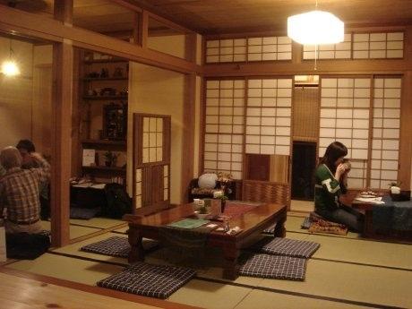 「妙真寺」1階を改装してオープンしたカフェ「i-cafe」店内