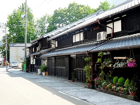 江戸時代から残る蔵や古い街並みが魅力的な、四間道(しけみち)