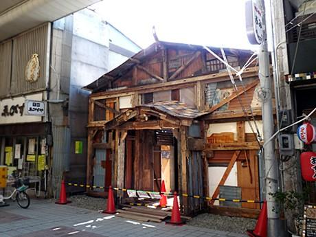 撮影で使われた劇場「開慶座」を再現した「平成・開慶座」の入り口