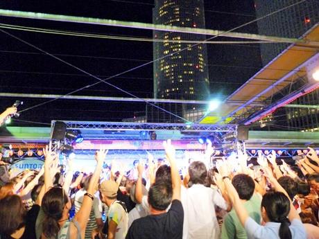 大盛況だった「ビアガーデン マイアミ」のステージイベントの様子