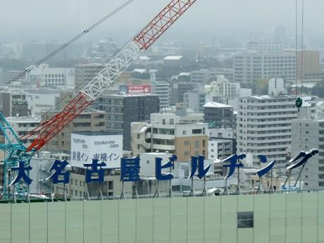 グ」の文字から撤去作業が始まった「大名古屋ビルヂング」の屋上文字看板