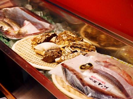 主に柳橋中央市場で仕入れる魚介や野菜など