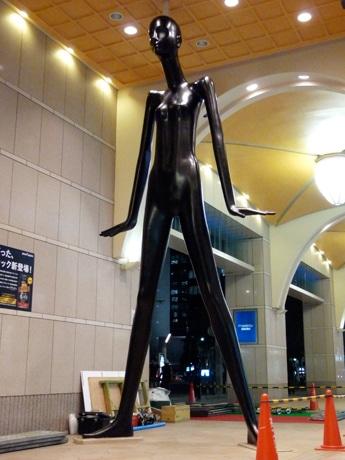 名古屋駅前に登場した「ブラックナナちゃん」