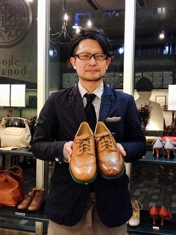 靴職人の鈴木さんと「飛騨牛」専用モデルの革靴