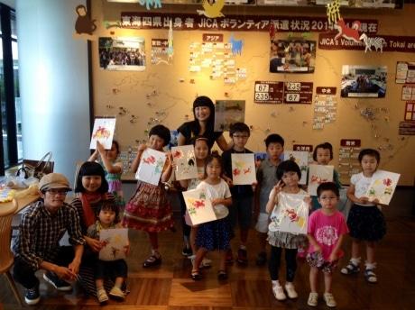 原田さん(中央)と今井さん(左)、参加者