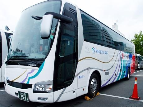 「がんばろう!!熊本」のメッセージが描かれたバス車体
