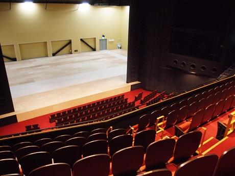 新しい劇団四季の専用劇場「名古屋四季劇場」。2階席から見た様子