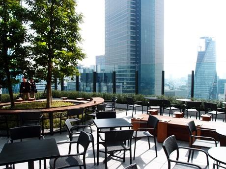 名古屋の街を楽しめる屋外のテラス席