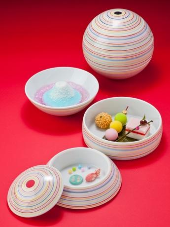 富士山をモチーフにしたプリンや和菓子を詰めた「わらんてまり」