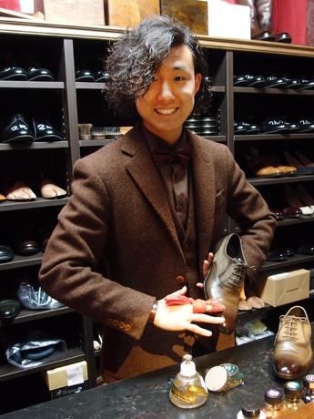「靴磨きSTAND GAKU PLUS」靴磨き職人の佐藤我久さん