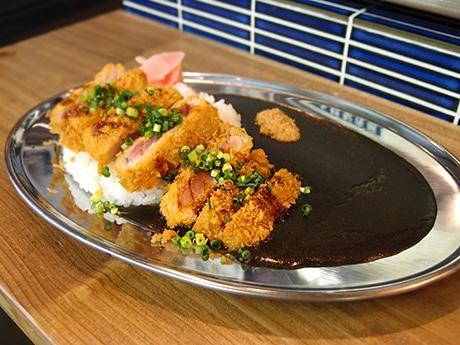 名駅前の市場内に創作イタリア料理店 魚粉使った黒いカレーも