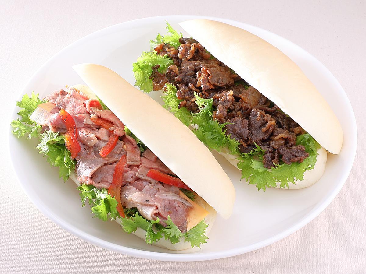 「最高級A5ランク仙台牛ローストビーフサンド」(左)と「最高級A5ランク仙台牛すき焼き煮サンド」(右)