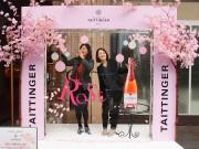 名駅前ホテルに桜で飾ったシャンパンのディスプレー