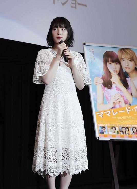 映画「ママレード・ボーイ」舞台あいさつで来名した桜井日奈子さん