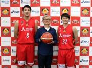 (左から)張本天傑選手、堤幸彦さん、笹山貴哉選手 (C)NAGOYAD