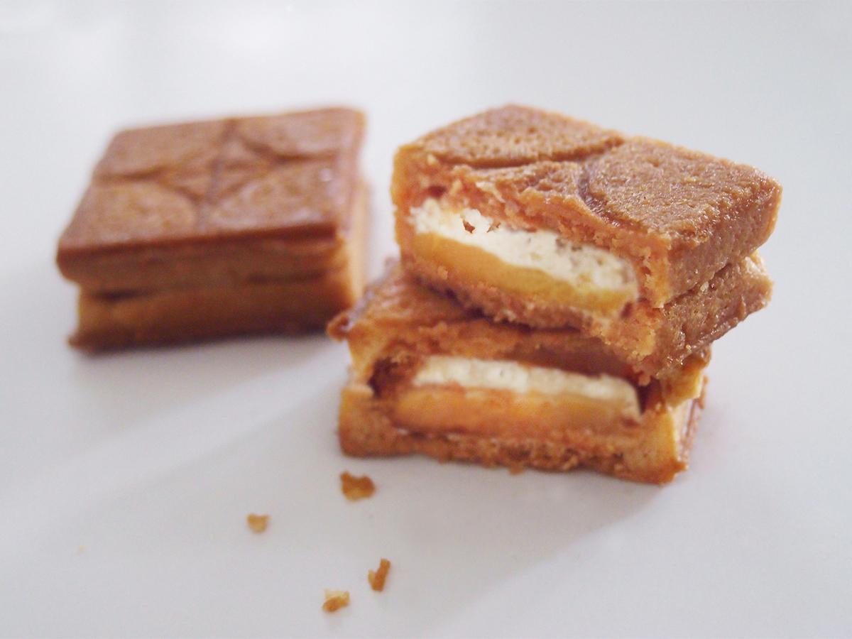 バタークリームとバターキャラメルの2層をサンドしたプレスバターサンド