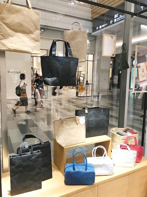 サイズや色違いが揃うバッグは今回の目玉商品