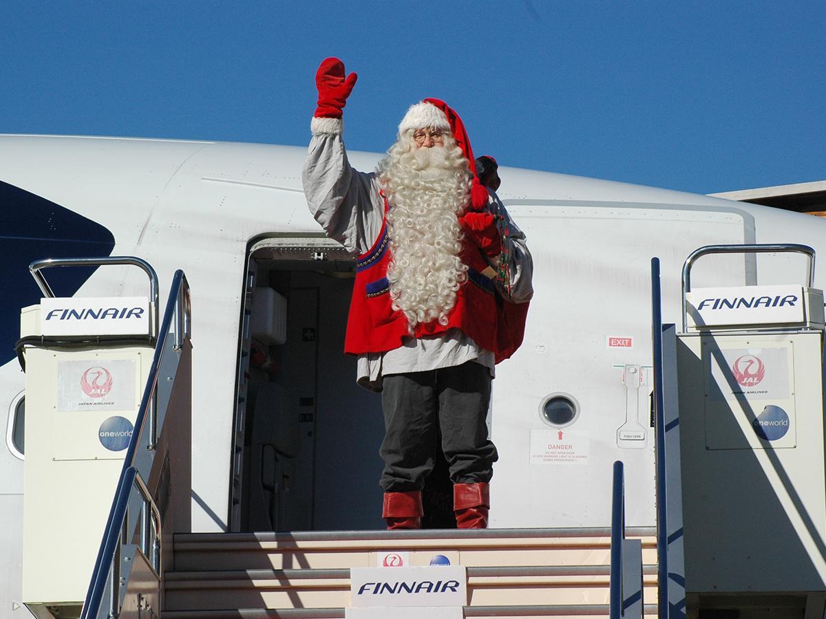 フィンランドからフィンエアーに乗ってきたサンタクロース(イメージ写真)