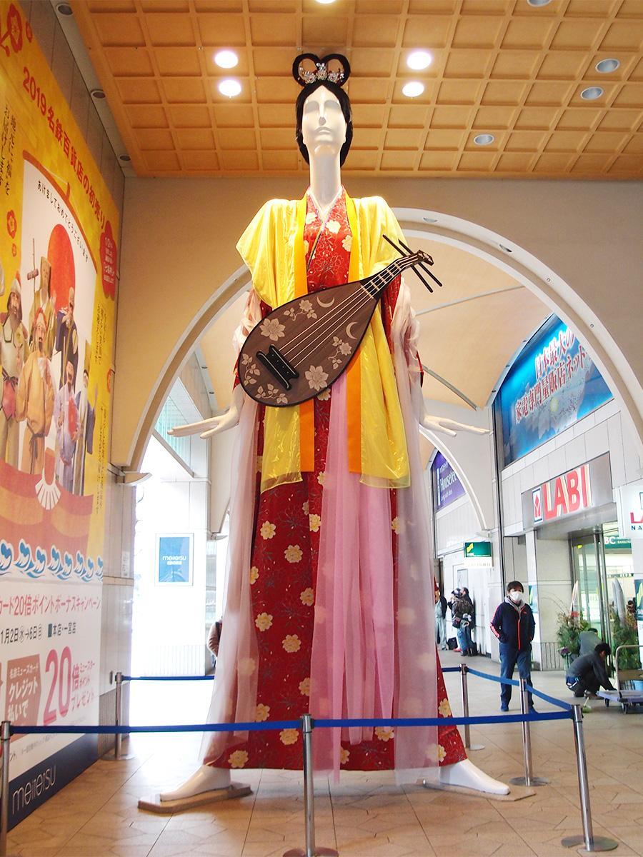 名鉄百貨店前ナナちゃん人形が「弁財天」姿に