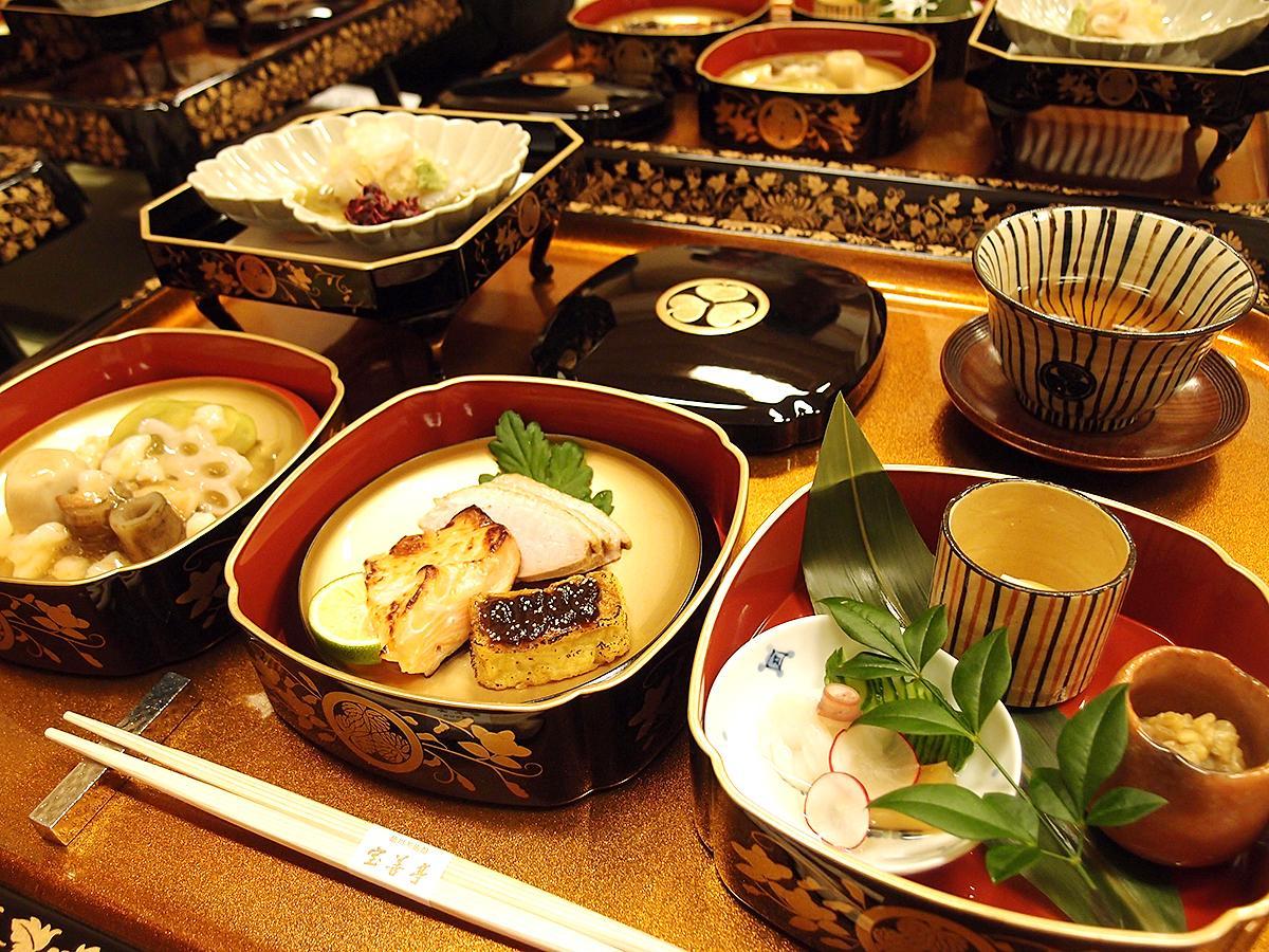 イベント参加者が味わえる「本丸御殿饗応御膳」。これに御飯(鯛飯)と汁物、香の物、菓子が付く