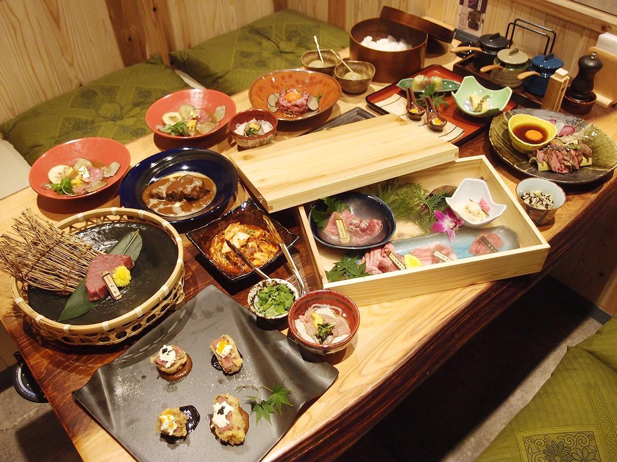 名古屋店のみで販売する「脇彦」コースのメニュー内容。写真は2人前で、ヒレ肉の選べる調理法のカツ、たたき料理の両方が含まれている