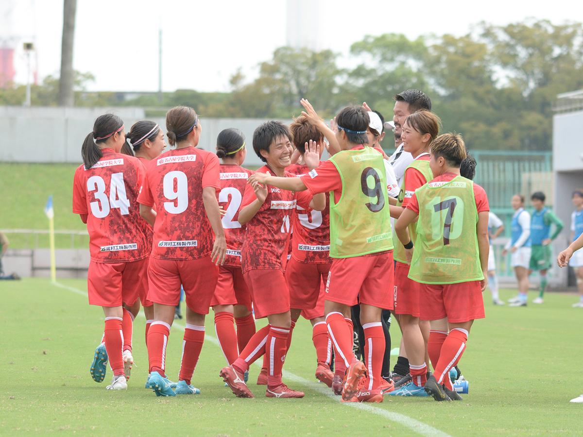 過去に行われた試合。先制点を決めて喜んでいる「NGUラブリッジ名古屋」選手ら