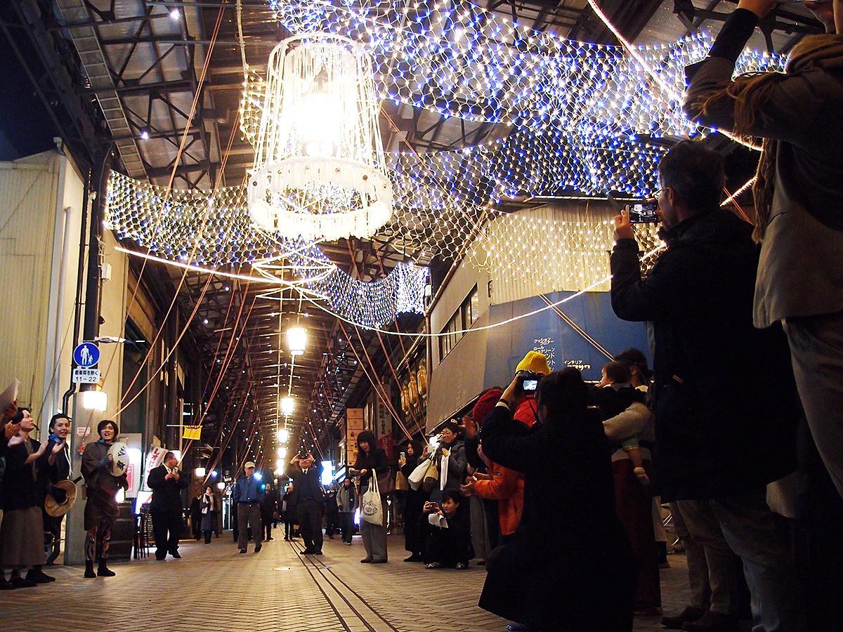 円頓寺商店街、プロジェクトチームメンバーなど多数関係者に見守られてイルミネーション「円頓寺イルミ!」が点灯
