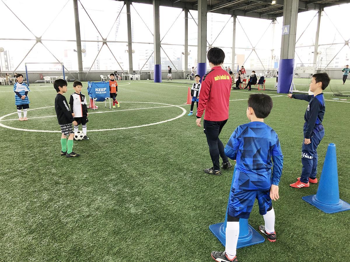 子ども向けサッカースクールの様子(画像提供=ゼットフットサルスポルト名古屋駅前店)