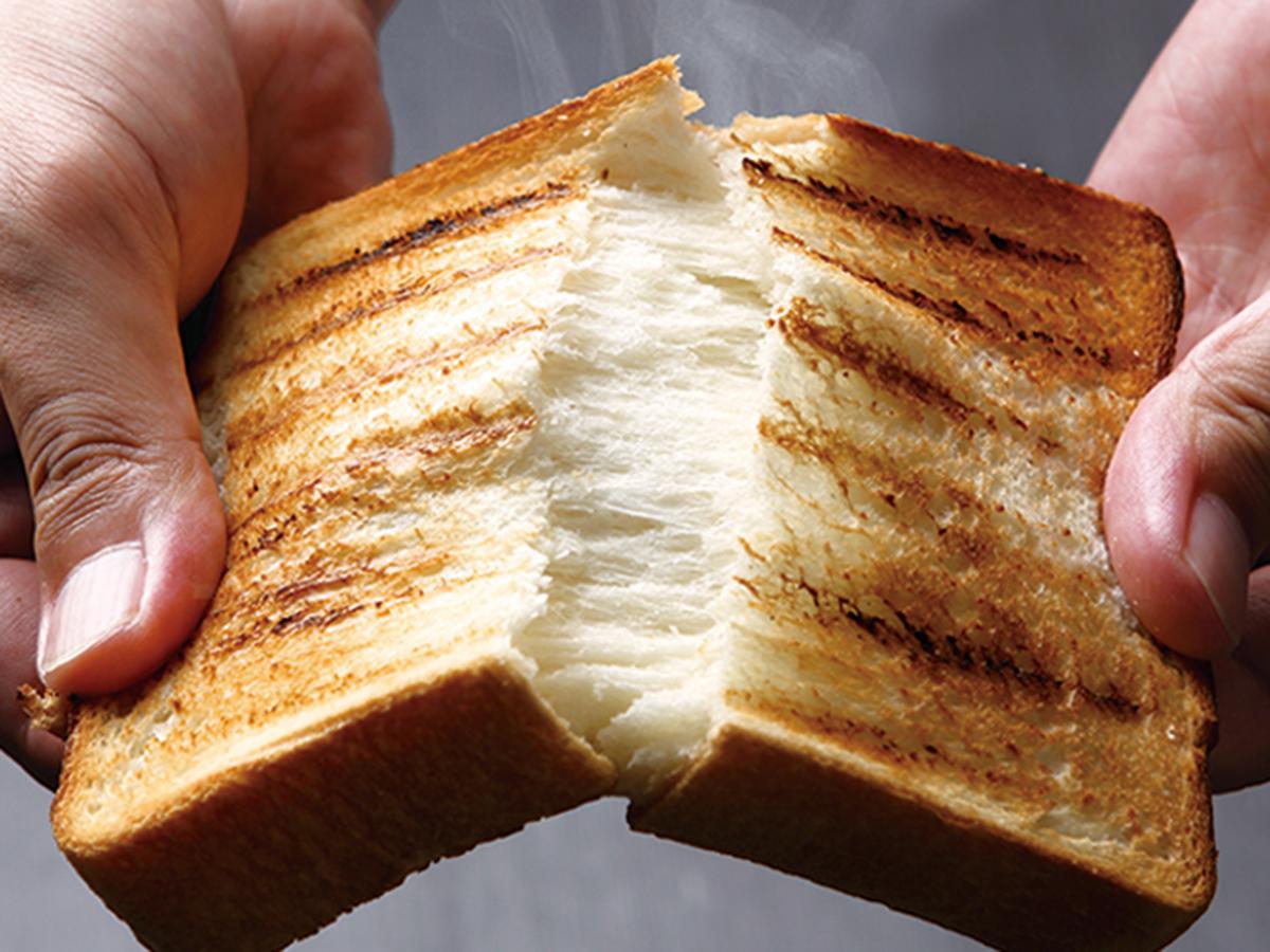 パン専用の萬古焼プレート「半生パン焼き陶板」で焼き上げた食パン(イメージ、画像提供=アメイズプラス)