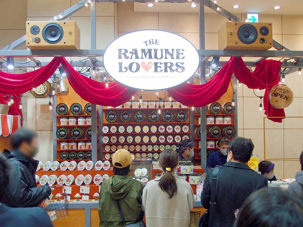 ジェイアール名古屋タカシマヤ1階北ブロックにオープンした「ザ・ラムネラバーズ」店舗の様子