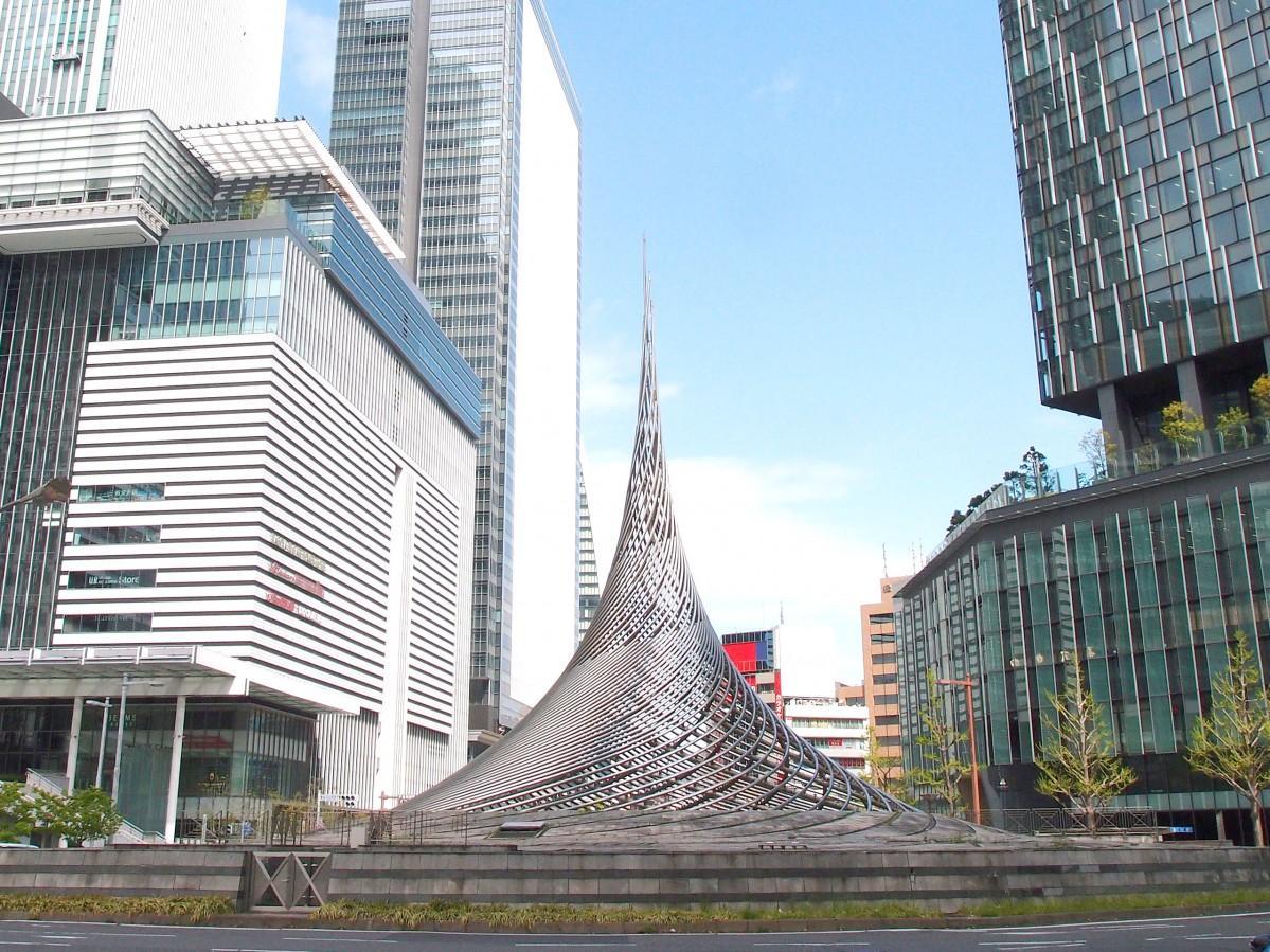 名古屋駅前から撤去が決まっているモニュメント「飛翔」