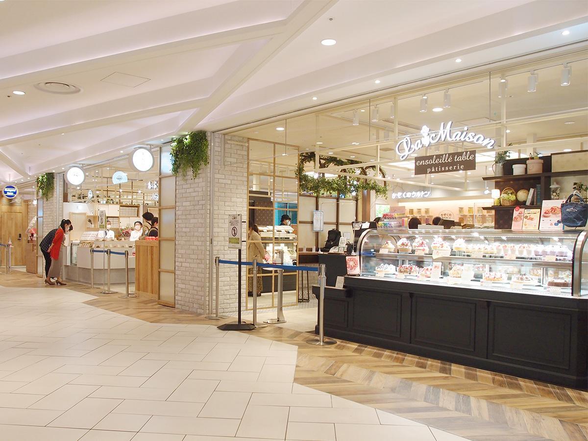 飲食・食物販店舗などが立ち並ぶ「大名古屋マルシェ」の一部(写真はメディア向け内覧会仕様の売り場)