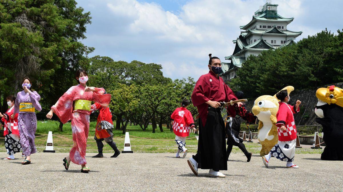 名古屋城で初披露された名古屋グランパスのオリジナル盆踊り「シャチほこれ!グランパス音頭」
