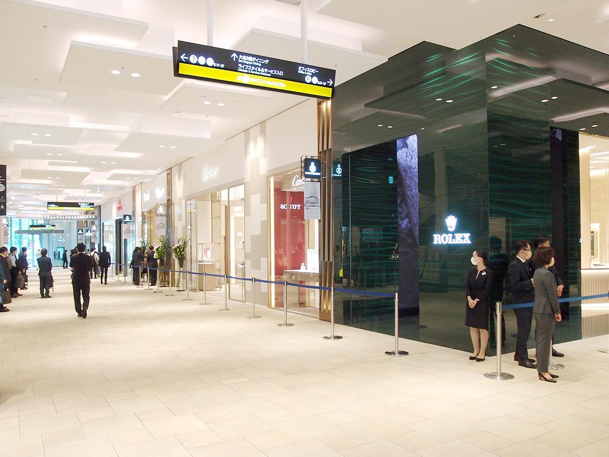 大名古屋ビルヂング1階と2階の一部にオープンした高級時計ゾーン「ジェイアール名古屋タカシマヤ ウオッチメゾン」。写真は1階の売り場の様子