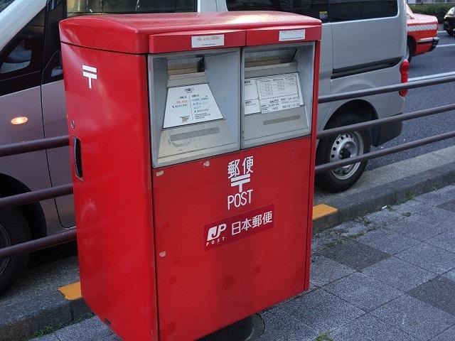 港区・桜田通りに「ポストストリート」 500メートル強にポスト6基と郵便局