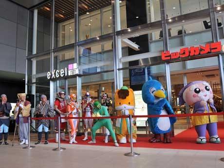 県内外のキャラクターが顔をそろえた水戸駅ビル「エクセルみなみ」のオープニングセレモニー