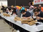 「水戸納豆早食い世界大会」開催-女性世界チャンピオンは大分県の付き添いお母さん